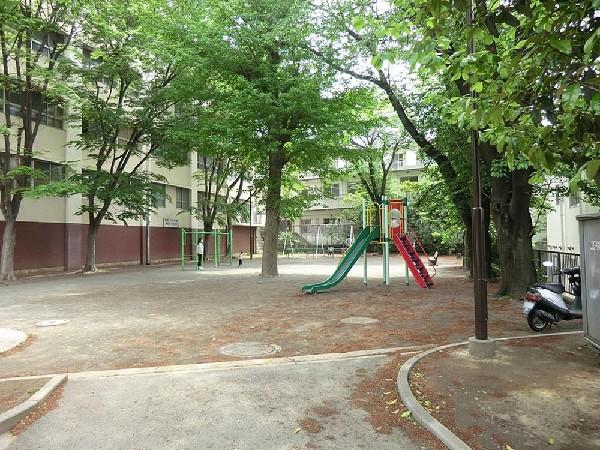菊名町公園(菊名町公園まで290m 公園近くでお子様も安心して遊べます。)