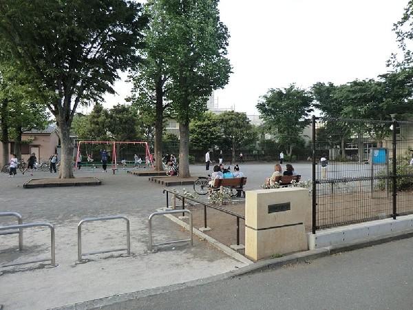 馬場四丁目公園(馬場四丁目公園まで400m 公園近くでお子様も安心して遊べます♪)