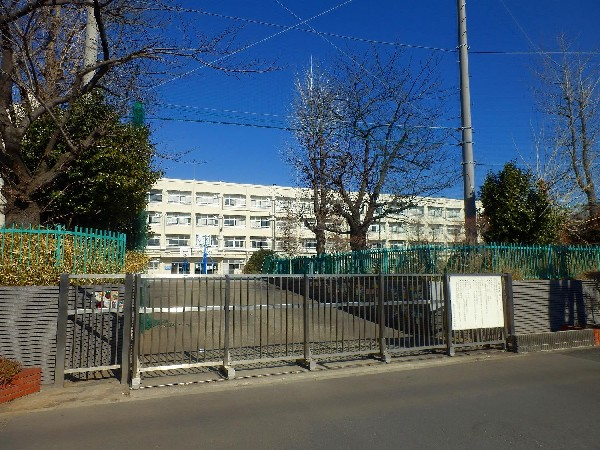 日吉南小学校(お子様が一日の中でも長い時間を過ごす小学校。どんどん成長していくお子様の姿が目に浮かびます。)